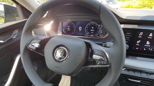 Skoda Octavia Combi Ambition EU-Neuwagen-Reimport