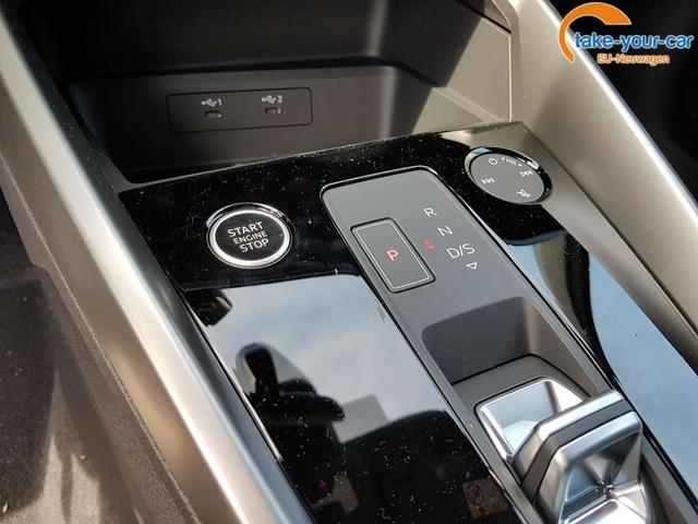 Audi / A3 Sportback / Schwarz / Basis /  /