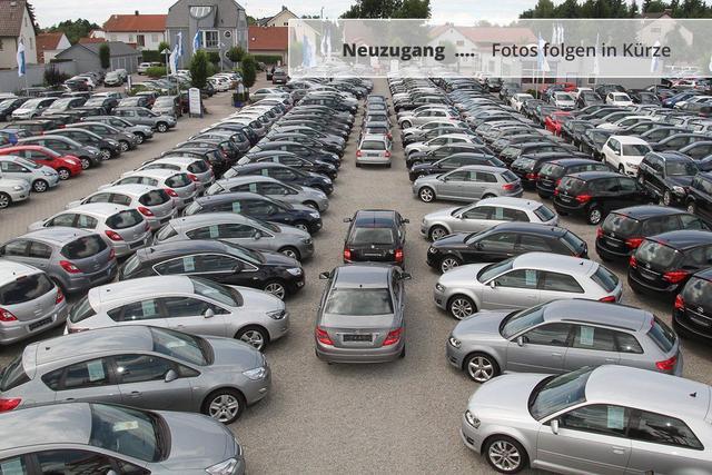 Gebrauchtfahrzeug Volkswagen T6 Transporter - Kombi 2.0 TDI DPF   LR AHK PARKTRONIC 9-SITZER TEMPOMAT SCHIEBETÜR RECHTS