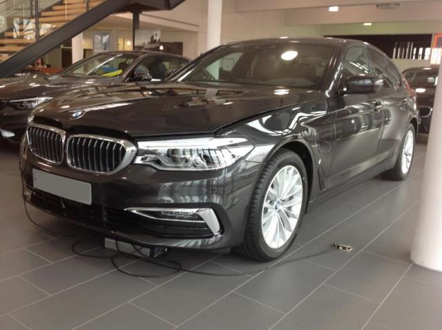 BMW 5er 530 e Luxury Line Leder HUD LED Business Paket