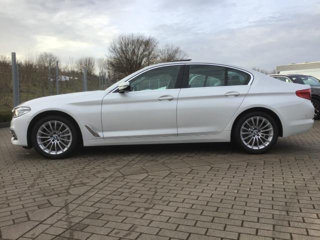 BMW 5er - 530 i xDrive Luxury Line EU6d-T Aut Park-Assistent