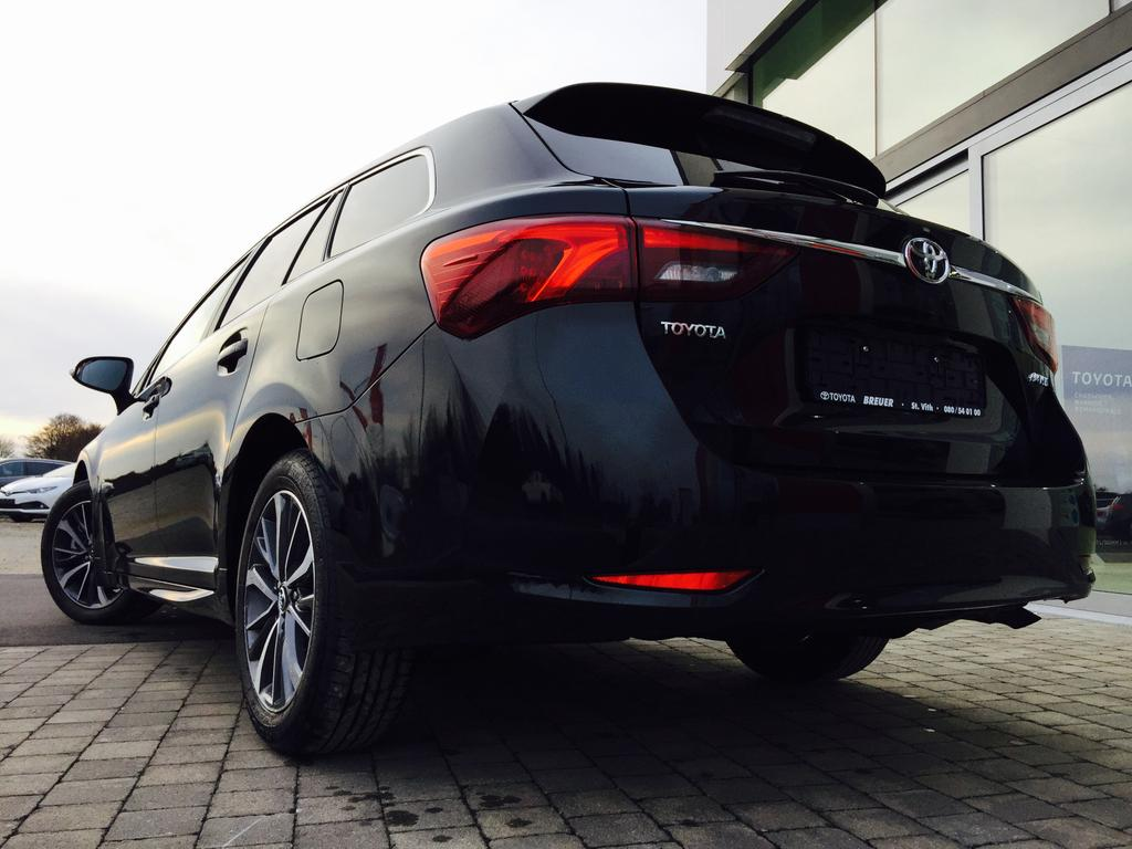 """Toyota Avensis Skyview >> Toyota Avensis Touring Sports Comfort 50 + Look Pack Golden Copper Skyview 2.0 D-4D - 17"""" Alu ..."""