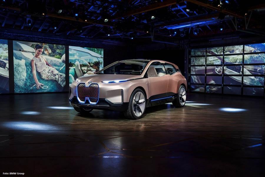 BMW iNext Ansicht von vorne rechts