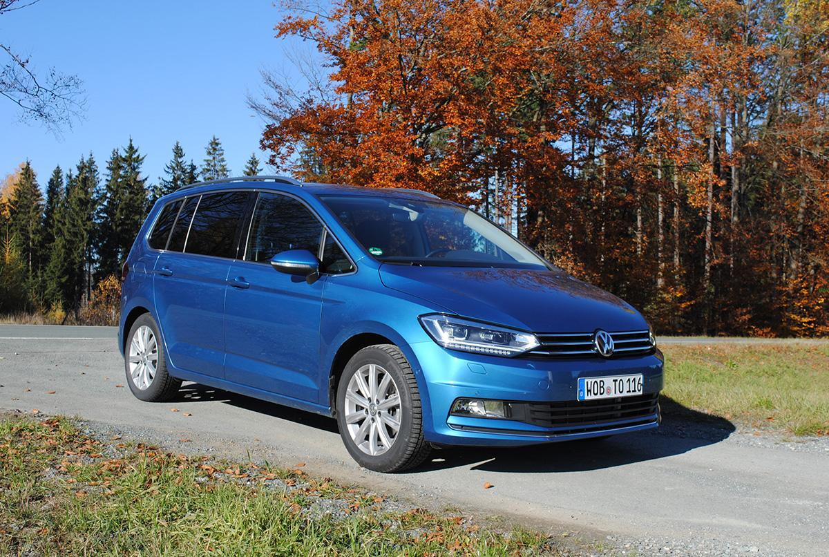 der blaue VW Touran 2.0 TDI