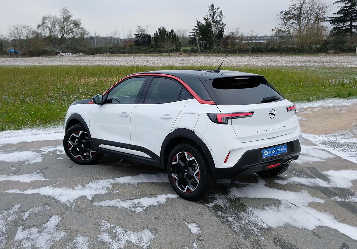der Weiße Opel Mokka