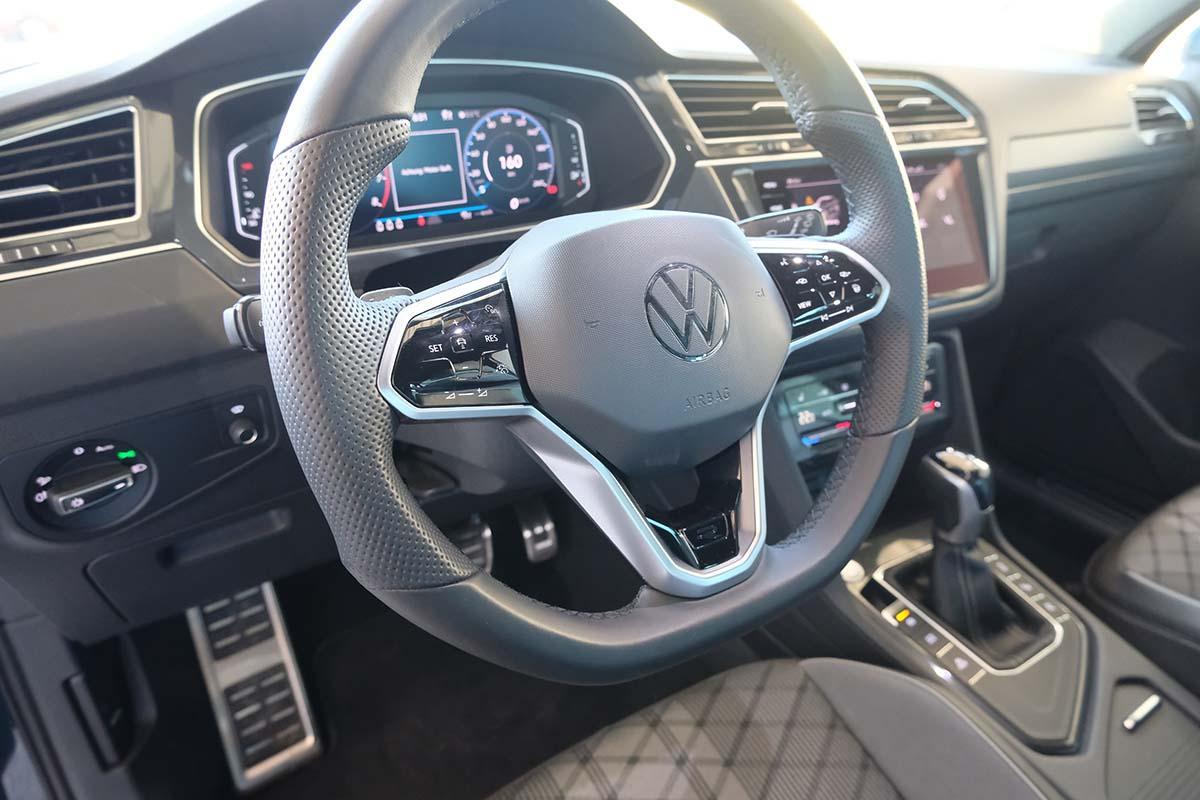 VW Tiguan R-Line 1.5 TSI DSG 150 PS Interieur Lenkrad