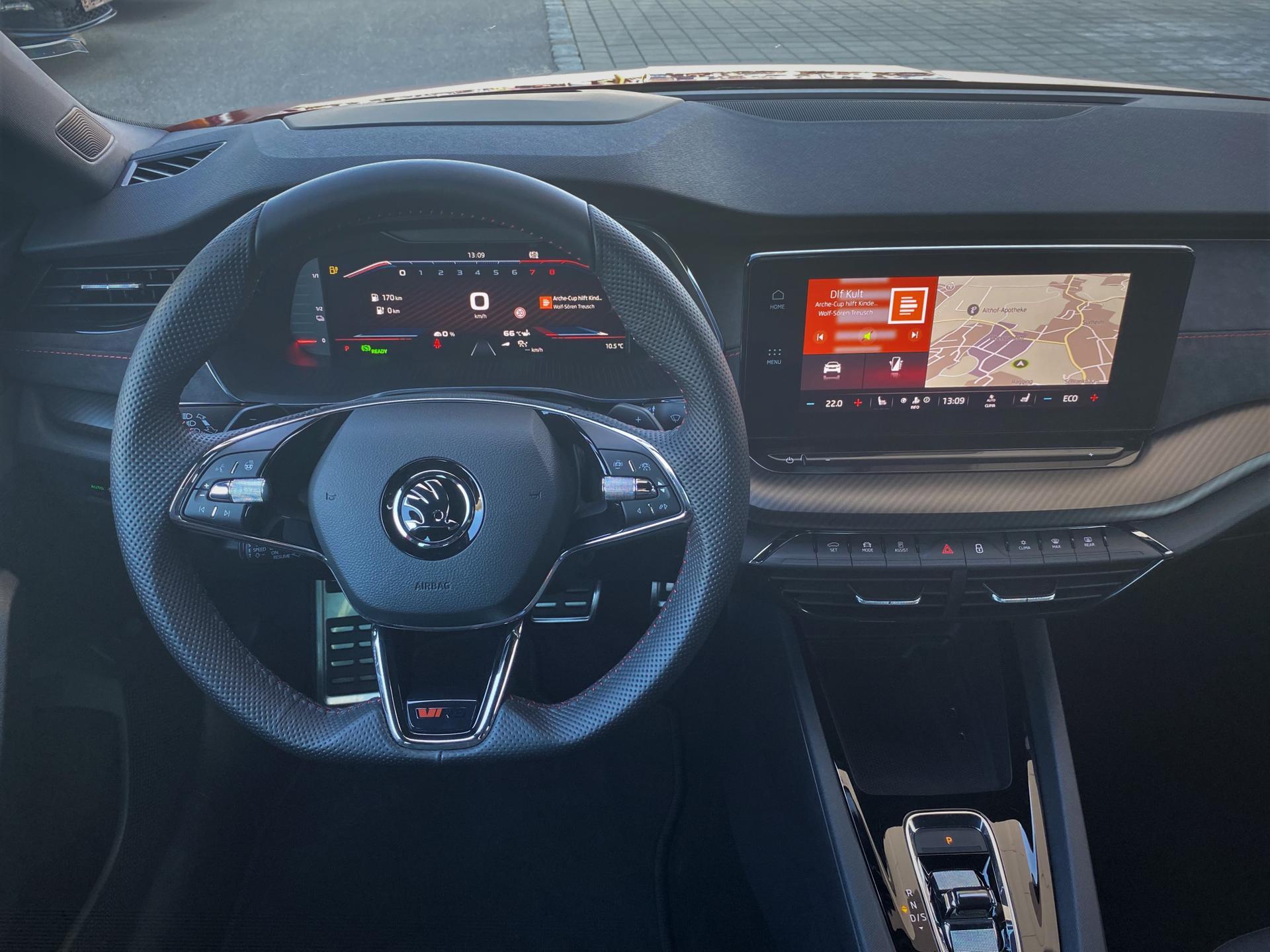 ŠKODA Octavia RS iV Plug-in-Hybrid Interieur Lenkrad Digitalcockpit Multimedia