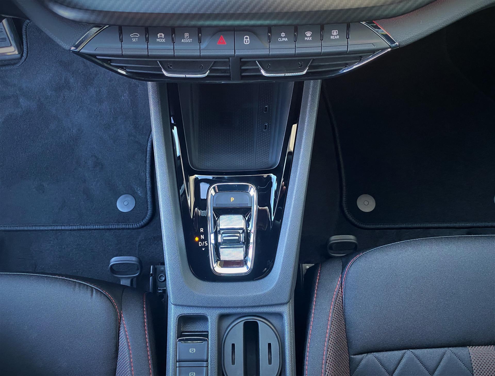 ŠKODA Octavia RS iV Plug-in-Hybrid Interieur Automatikgetriebe