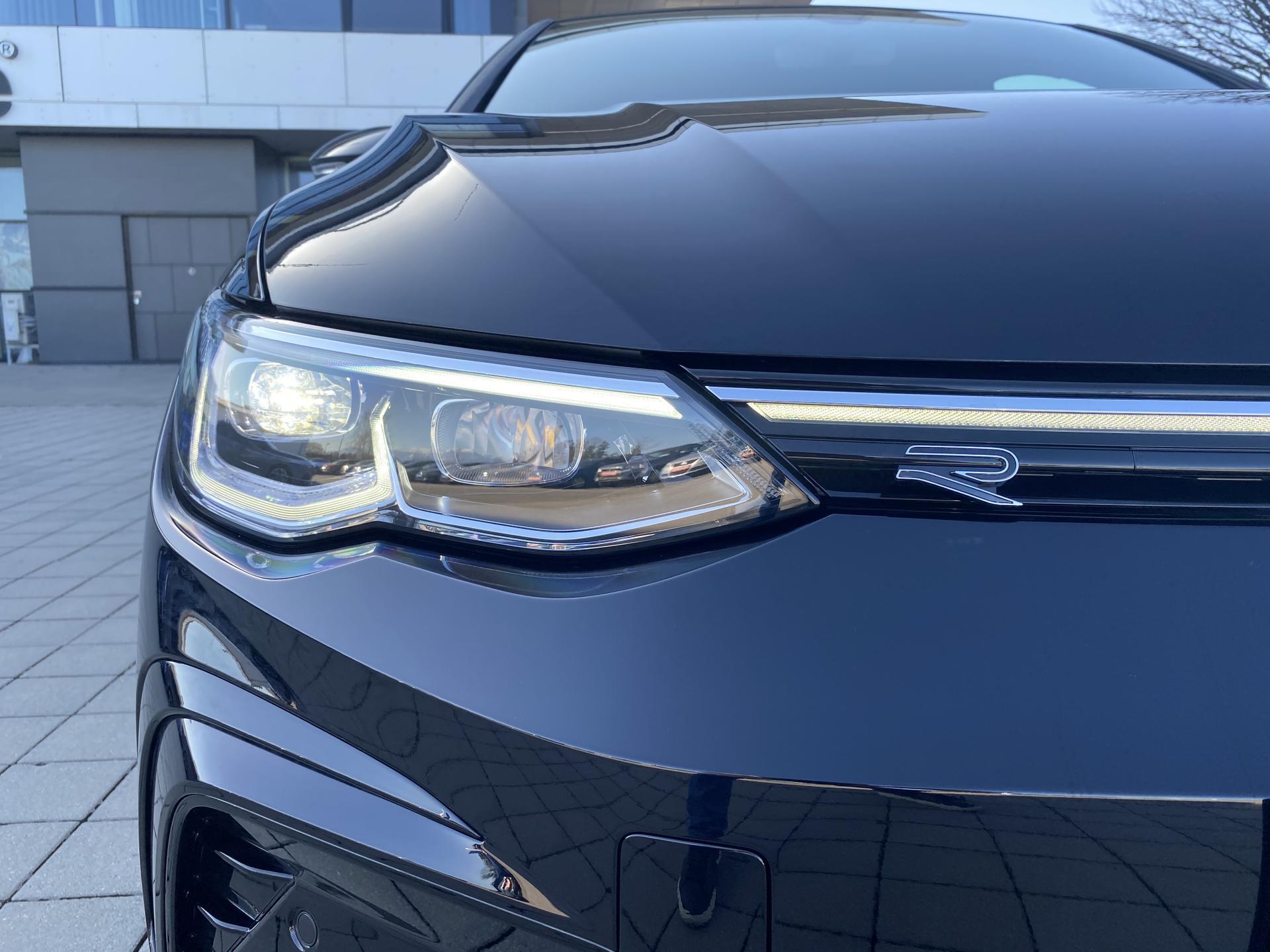 VW Golf 8 R-Line (D4) 1.5 eTSI Exterieur Scheinwerfer