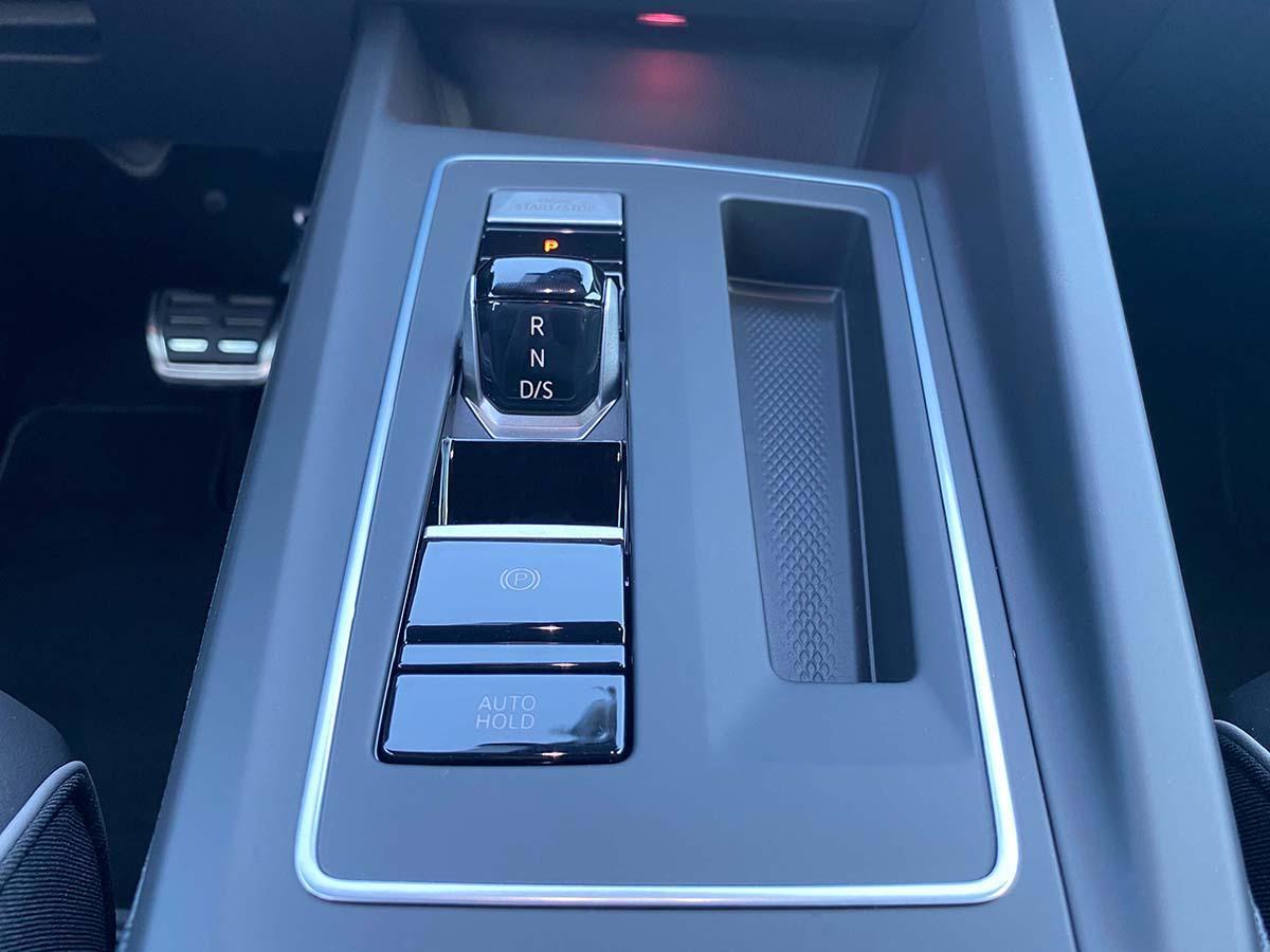 VW Golf 8 1.5 eTSI R-Line Interieur Automatikgetriebe