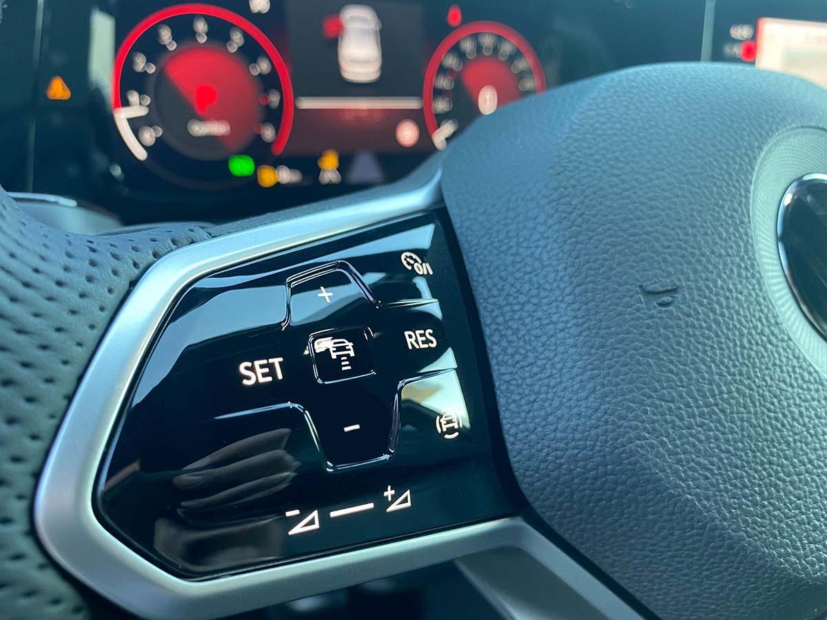 VW Golf 8 1.5 eTSI R-Line Interieur  Lenkrad