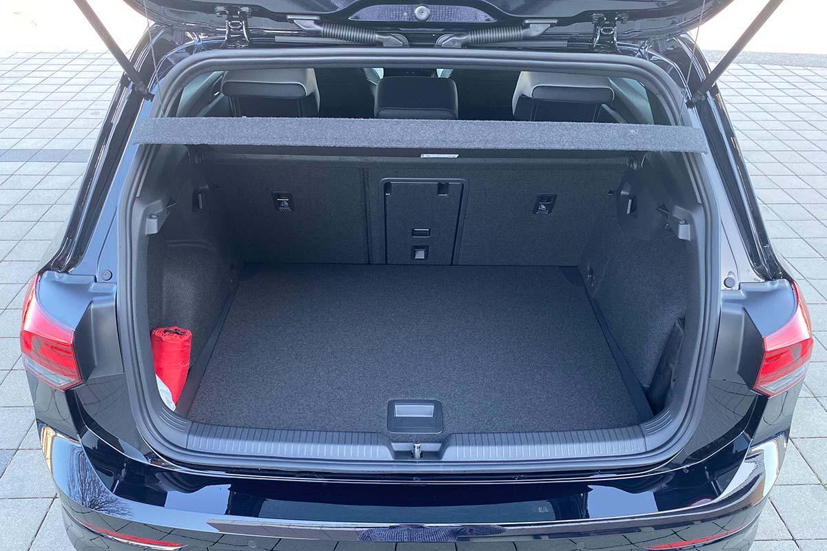 VW Golf 8 1.5 eTSI R-Line Exterieur Kofferraum
