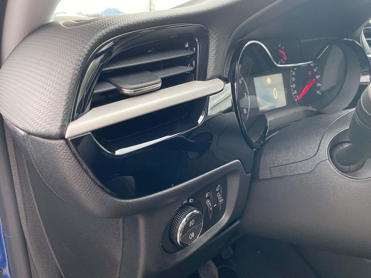 Opel Corsa 1,2 Direct Injection 100 GS-Line Innenraum