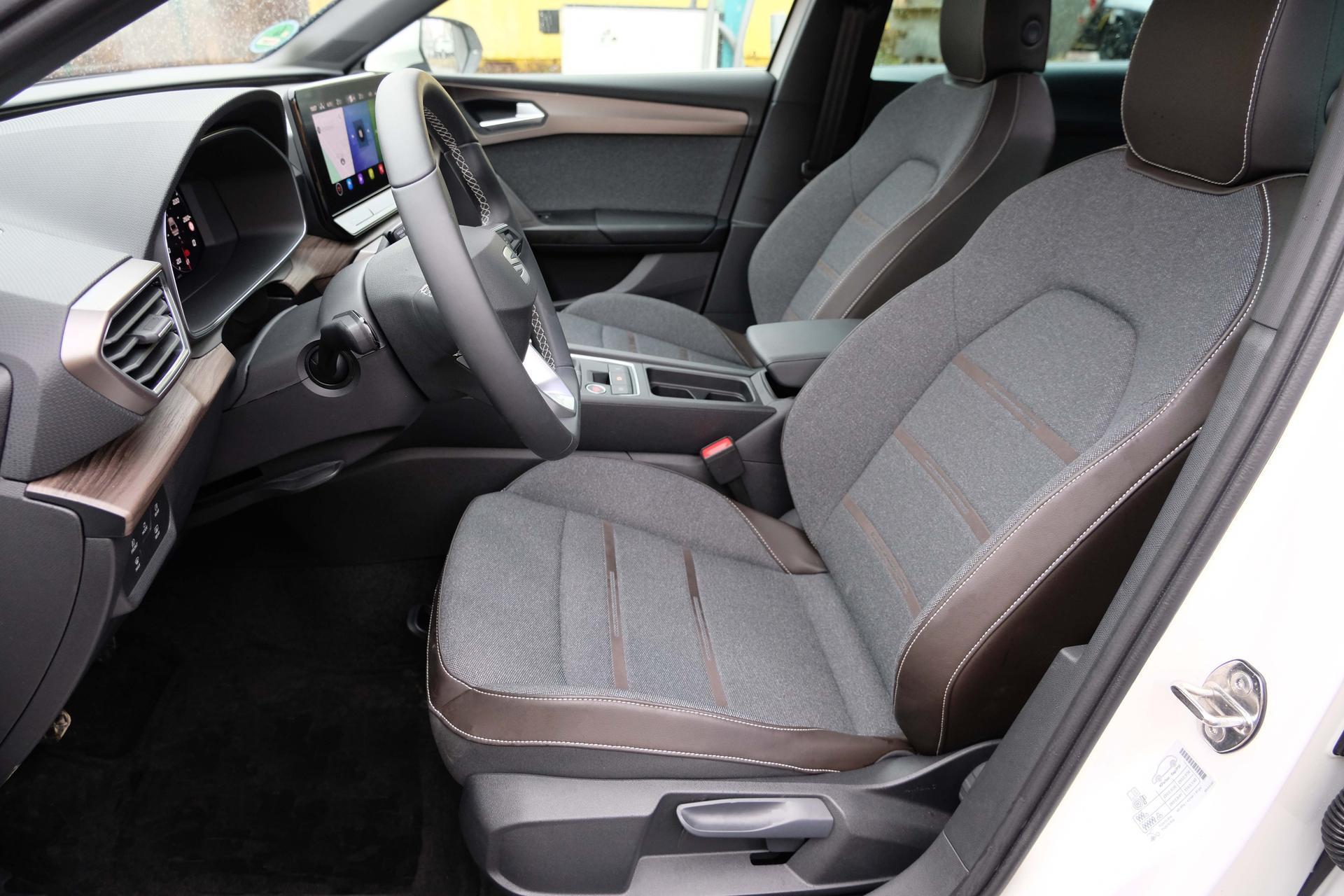 SEAT Leon Sportstourer FR 1.5 eTSI DSG Fahrersitz