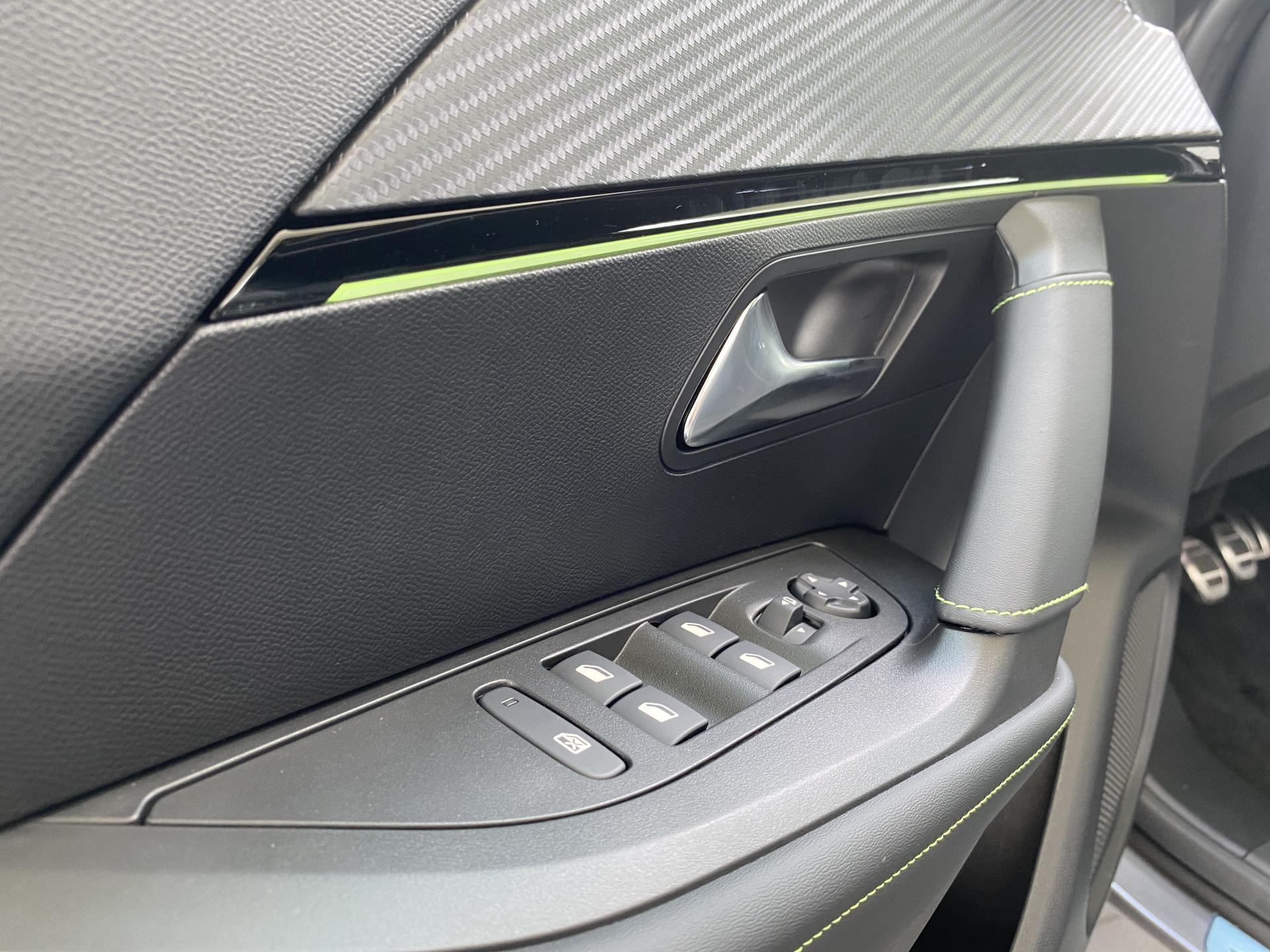 Peugeot 2008 GT 1.2 PureTech Innenraum Ausstattungshighlights