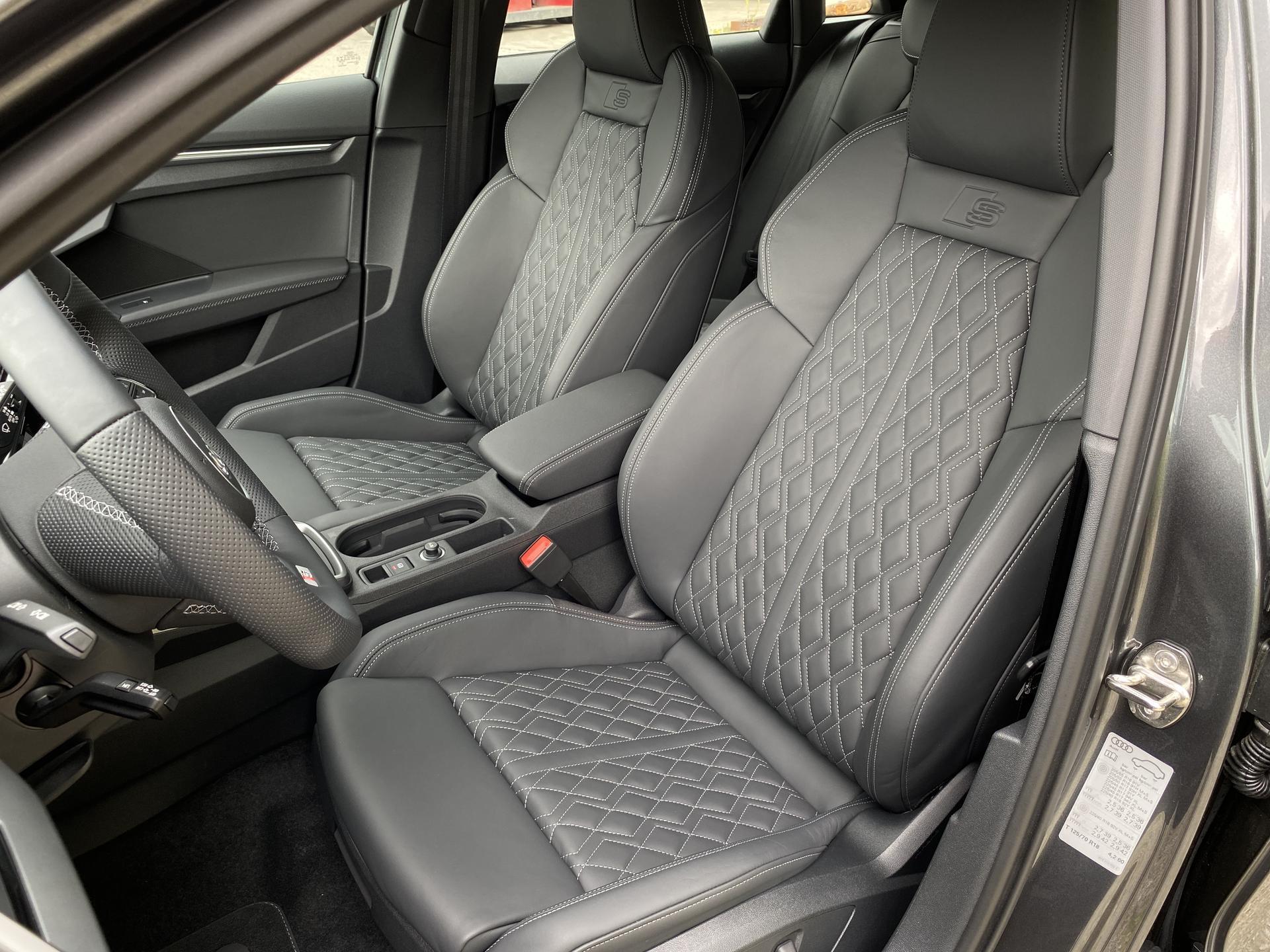 Audi A3 Fahrer- und Beifahrersitz