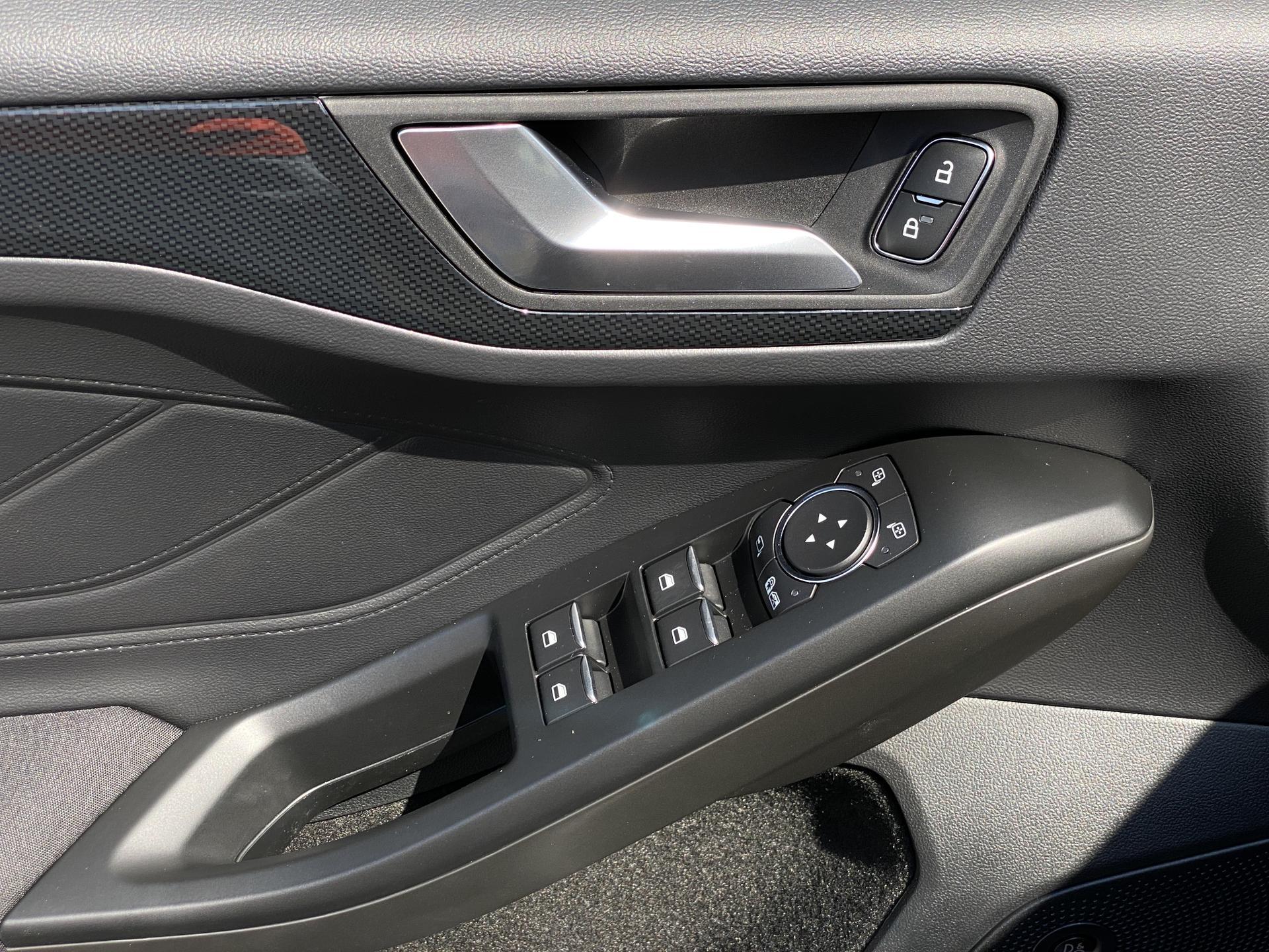 Ford Focus Turnier Fahrertür