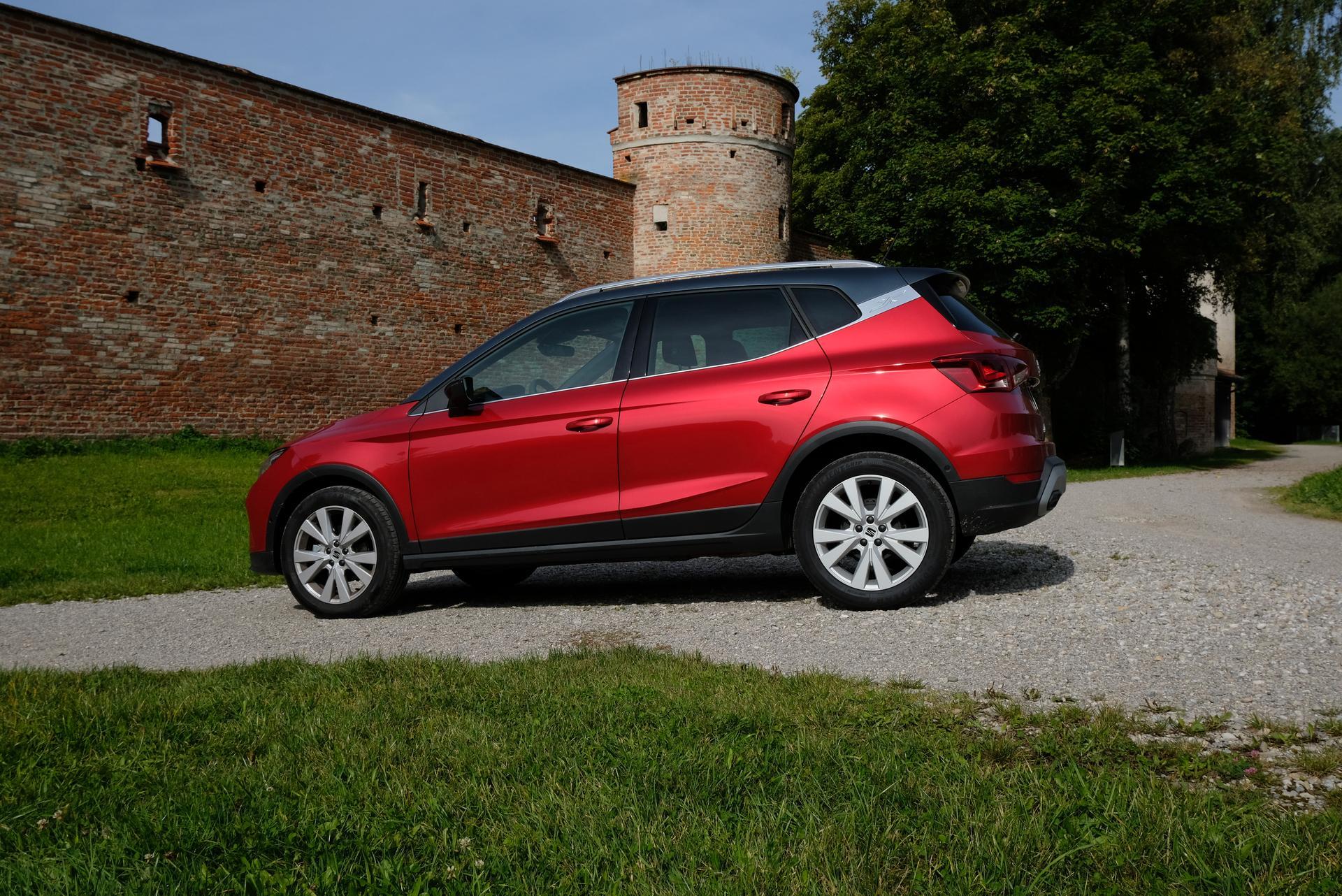 Facelift: SEAT Arona 1.0 TGI Fahrerseite