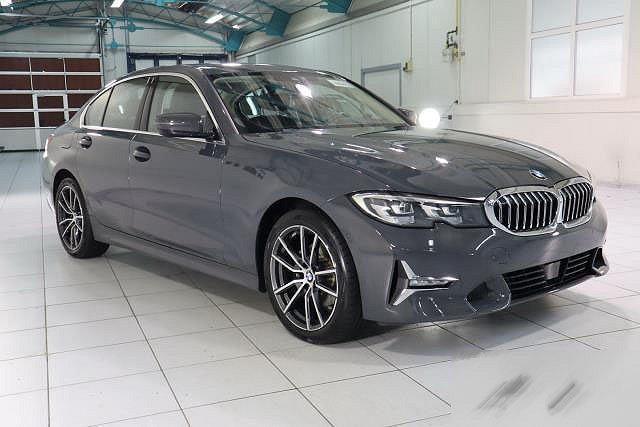 BMW 3er - 320D AUTO. LUXURY LINE NAVI LED P-ASSIT LEDER KAMERA LM18