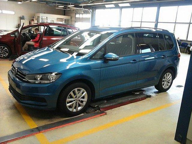 Volkswagen Touran - 1.6 TDI Comfortline 7 Sitze App Connect