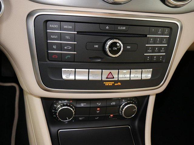 Mercedes-Benz GLA - 180 Urban USB SHZ LEDER PTS KAMERA NAVI LED