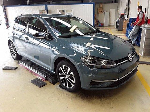 Volkswagen Golf - VII 1.5 TSI DSG IQ.Drive ACC AHK LED Dynaudio