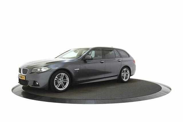 BMW 5er Touring - 520 520d AUT Executive M-Sport
