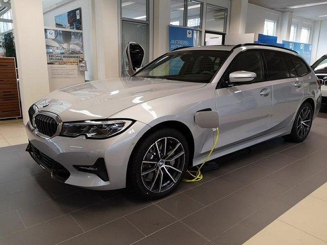 BMW 3er - 330e xDrive Touring AHK SportLine Innovation