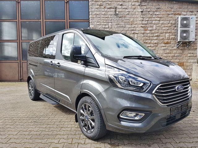 Lagerfahrzeug Ford Tourneo Custom - L2 TitaniumX mHEV 185 8 Sitz Klima Vor Hint PDC Temp SHZ LMF Kamera NAVI Xenon Leder AHK 230V