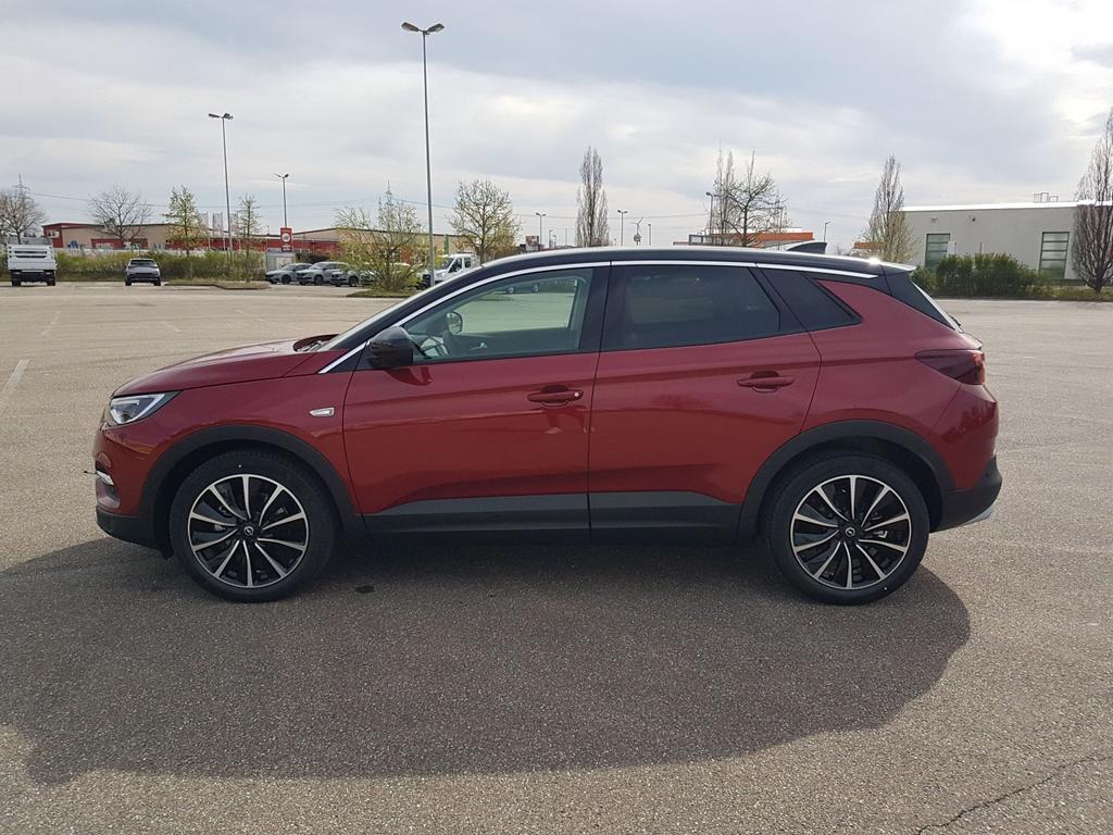 Opel / Grandland X /HU/ / Rot /  /  /