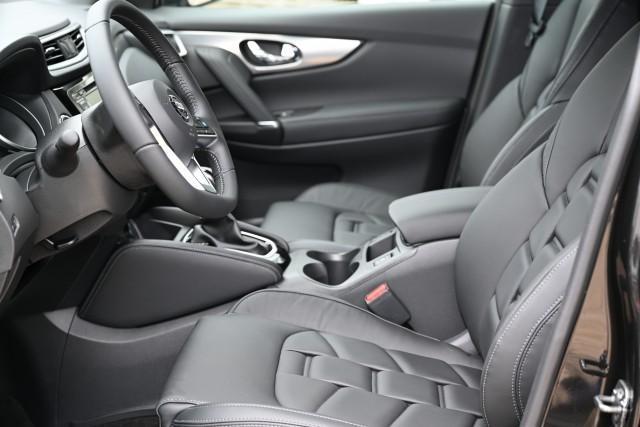 Vorlauffahrzeug Nissan Qashqai - 1.3 DIG-T 103kW Tekna - New Red MY21 LT: April 2021
