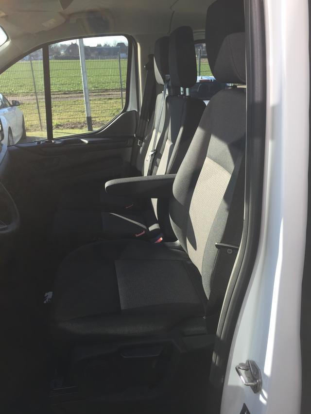 """Ford Transit Custom """"Trend"""" (7) 9 Sitzplätze, Klimaanlage, Parksensoren vorne und hinten, Nebelscheinwerfer, Lederlenkrad, Tempomat, Radio-USB-Bluetooth, Sicht-Paket 2 inkl. Frontscheibenheizung/Außenspiegel elektrisch einstell-/beheiz-/anklappbar/Regensensor, Schiebetür rechts, Rese"""