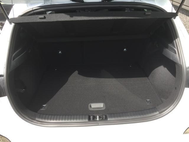 """Kia cee'd """"Platinum"""" (2) NEUES MODELL, Full-LED-Scheinw., Navigationssystem, 17-Zoll-Leichtmetallfelgen, Klimaautomatik, Sitzheizung vorne, Lederlenkrad beheizt, Parkassistent, Rückfahrkamera, Privacy Glas, induktive Ladestation, Lendenwirbelstütze vorne elektrisch verstellbar"""