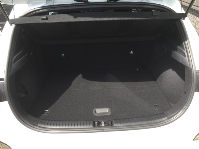 "Kia cee'd ""GT"" (2) NEUES MODELL, Lederpolsterung, Full-LED-Scheinw., Navigationssystem/DAB/JBL-Soundsystem, 18""-Alu, Klimaautomatik, Sitzheizung vorne, Sport-Lederlenkrad beheizt, Parkassistent, Rückfahrkamera, Privacy Glas, induktive Ladestation, Smart Key, Alu-Pedale"