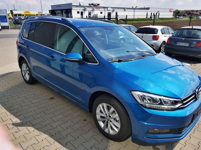 """Volkswagen Touran """"Edition Trendline"""" (2) Klimaanlage, Parksensoren vorne und hinten, Tempomat, Lederlenkrad, Radio Composition Colour, Elektrische Fensterheber hinten"""