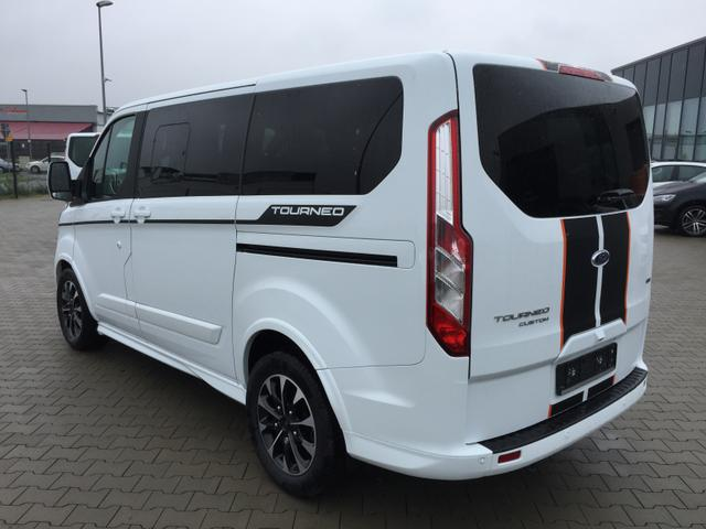 Ford Tourneo Custom -