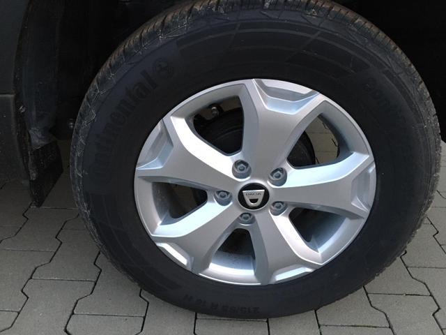 "Dacia Duster 1.6 SCe ; 114PS Kometen-Grau Metallic, 16""-Alufelgen, Rückfahrkamera, Parksensoren hinten, Klima, Navigationssystem, Tempomat, Lederlenkrad, Nebelscheinwerfer, Abgedunkelte Scheiben hinten"