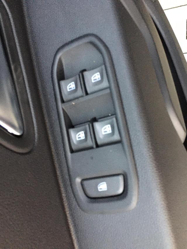 """Dacia Duster 1.6 SCe ; 114PS Highland-Grau Metallic, 16""""-Alufelgen, Rückfahrkamera, Parksensoren hinten, Klima, Navigationssystem, Tempomat, Lederlenkrad, Nebelscheinwerfer, Abgedunkelte Scheiben hinten"""