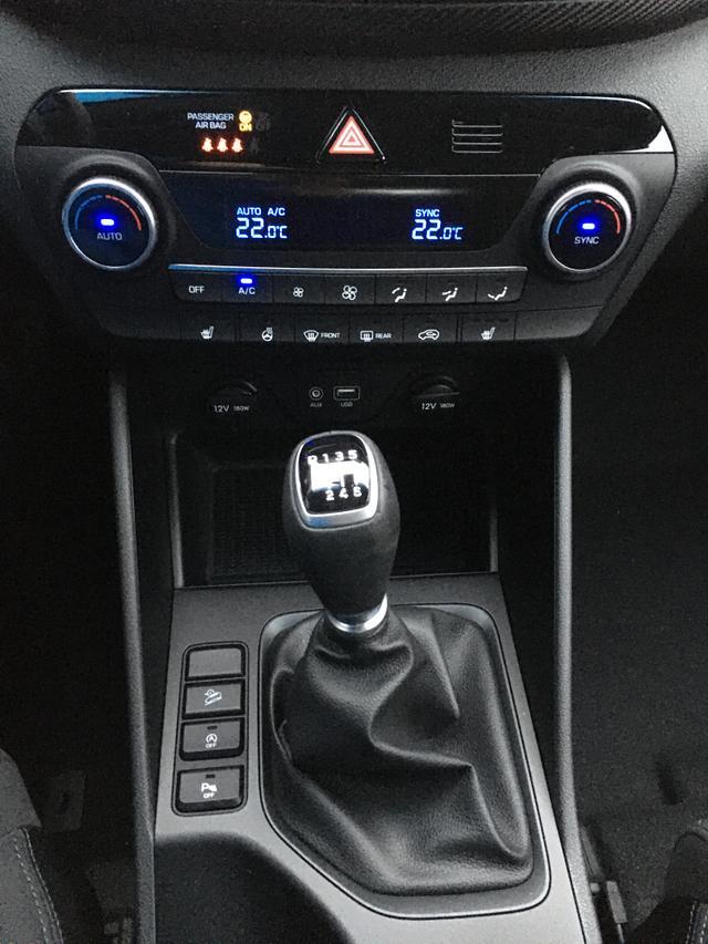 "Hyundai Tucson ""Inspire"" (9) 1.6 GDI 132PS, Pepper-Grey Metallic, Navigation, Rückfahrkamera, Parksensoren hi, Winter-Paket, Klimaautomatik, 16-Leichtmetallräder, Tempomat, Lederlenkrad, Spurhalteassistent"