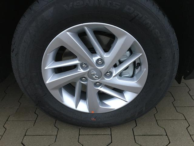 "Hyundai Tucson ""Inspire"" (9) 1.6 GDI 132PS, White Sand Metallic, Navigation, Rückfahrkamera, Parksensoren hi, Winter-Paket, Klimaautomatik, 16-Leichtmetallräder, Tempomat, Lederlenkrad, Spurhalteassistent"
