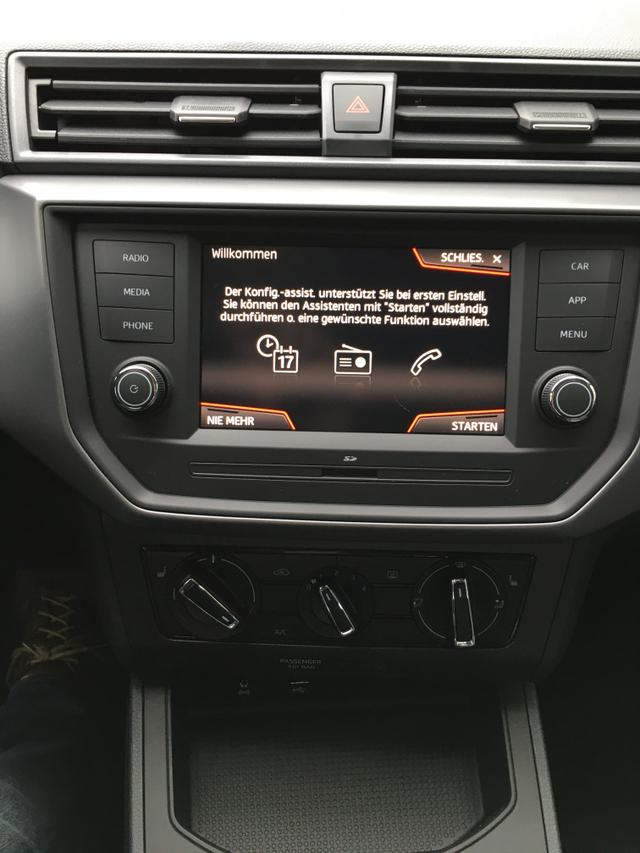 "Seat EU Ibiza ""Style"" (2) 1.0 TSI 70KW/95PS, Candy-Weiß, Winter-Paket, 15"" Alufelgen, Multifunktions-Lederlenkrad, Tempomat, Parksensoren vorn u. hinten, Rückfahrkamera, Nebelscheinwerfer, Full Link, Klimaanlage, Media System Colour/USB/Bluetooth, Front Assist"