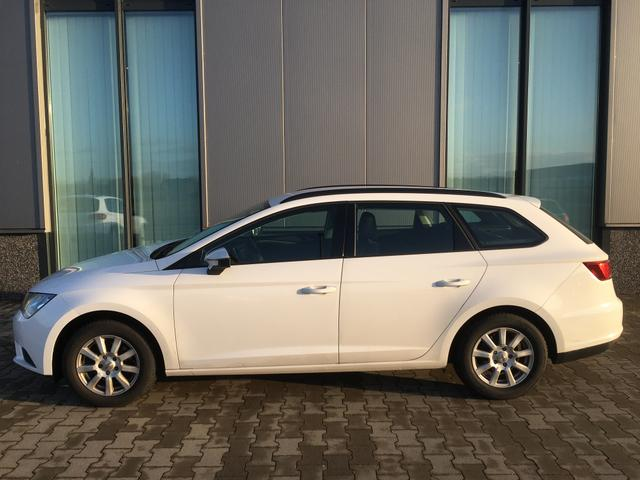 Seat Leon Sportstourer ST 1,6 TDI 105PS Klimaanlage , Sitzheizung Anhängerkupplung Einparkhilfe hinten, Radio Alufelgen