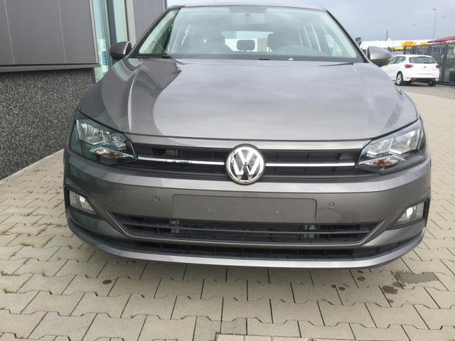 "Volkswagen Polo - ""Comfortline"" (4) 1.0 TSI 95PS, Limestone-Grau Metallic, Winterpaket, Multifunktions-Lederlenkrad, App-Connect, Parksensoren vorne/hinten, Klima, Armlehne vorne, Nebelscheinwerfer, Radio Composition Colour/Bluetooth/DAB, Reserverad, 4x elektr. Fensterheber, Variabler Lade Lagerfahrzeug"