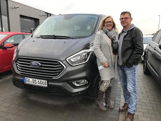 Uebergabe an Kunde Hansen Ford Tourneo Custom Reimport guenstig kaufen