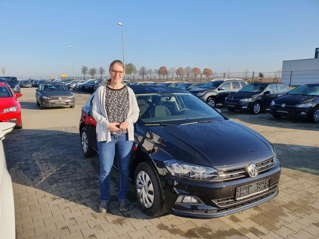 Uebergabe an Kunde Puhl VW Polo Reimport guenstig kaufen