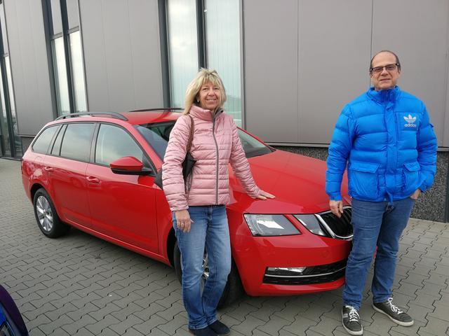 Uebergabe an Kunde Schmitt Skoda Octavia Combi Reimport guenstig kaufen