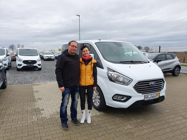 Uebergabe an Kunde Albrecht Ford Tourneo Custom Reimport guenstiger kaufen