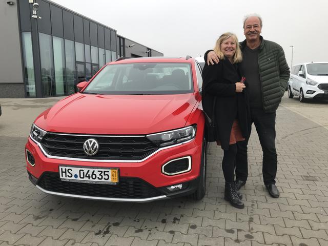 Uebergabe an Kunde Thies VW T-Roc Reimport guenstiger kaufen