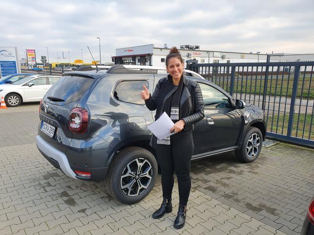 Uebergabe an Kunde Wolters Dacia Duster Reimport guenstiger kaufen