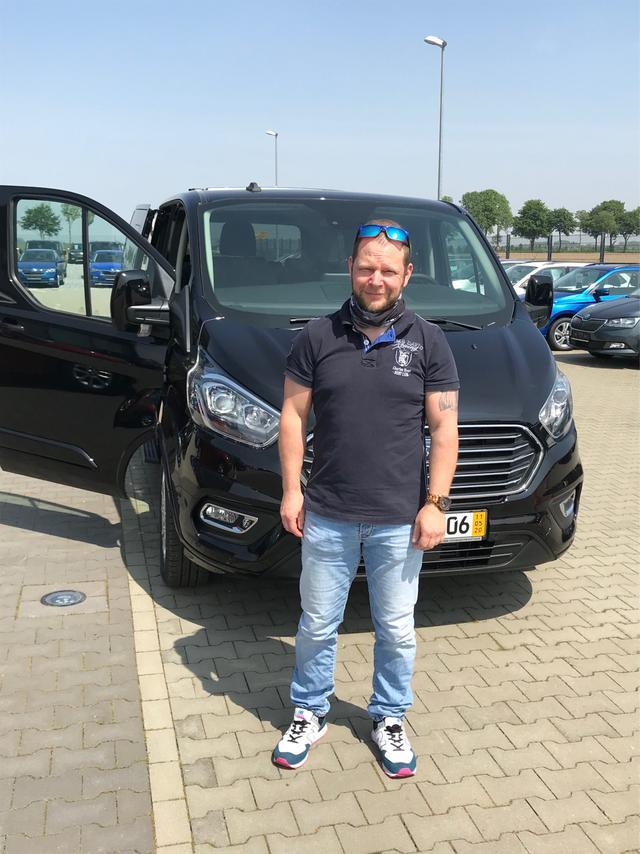 Uebergabe an Kunde Hoffmann Ford Tourneo Custom Reimport guenstiger kaufen
